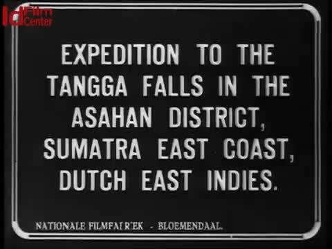 Ekspedisi-perjalanan-ke-air-terjun-di-daerah-Asahan-Tangga-di-pantai-Sumatera