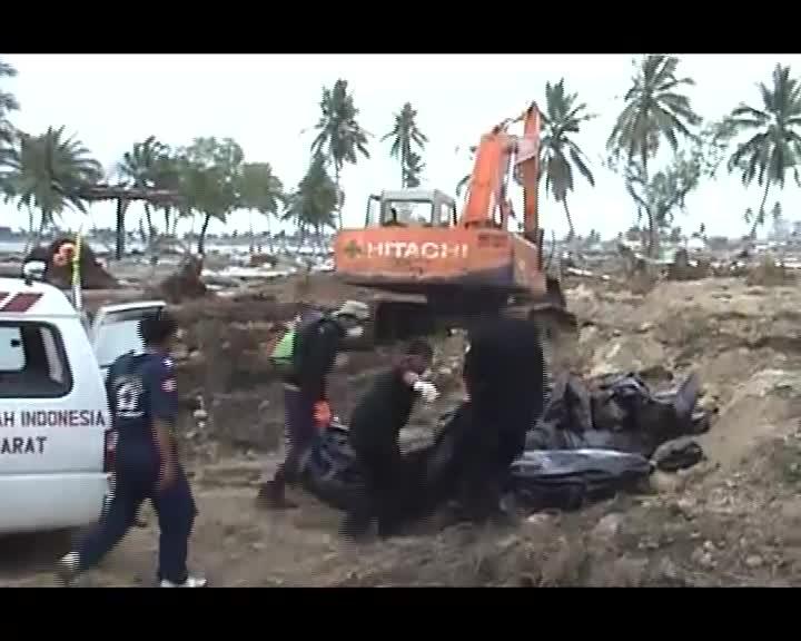 Meniti-Buih-Gelombang-Tsunami-Subtitel-Bahasa-Indonesia-dan-Inggris