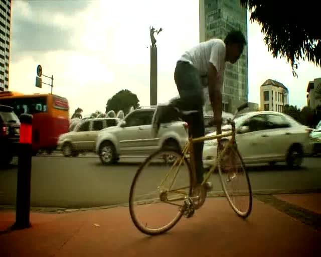 JAKARTARCK-Teaser-03-TrickTrackStand