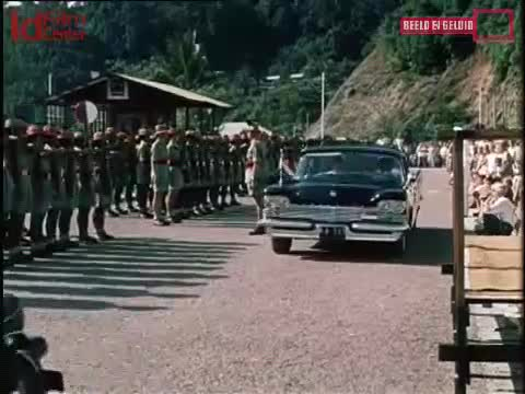 Gubernur-Platteel-Menginspeksi-Korps-Relawan-Papua