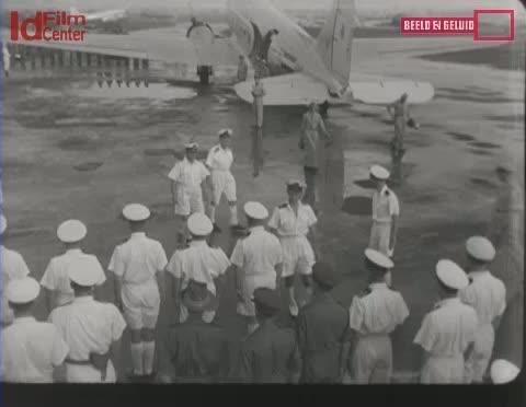 Laksamana-Helfrich-Berangkat-Ke-Belanda-Babak-2