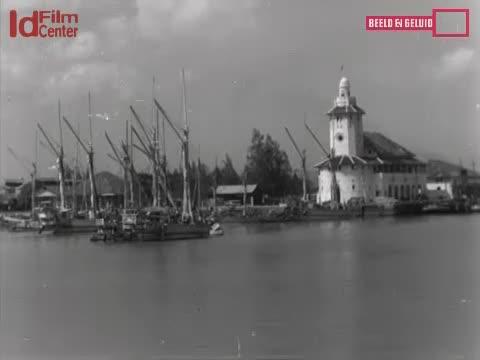 Di-Dalam-Pelabuhan-Surabaya