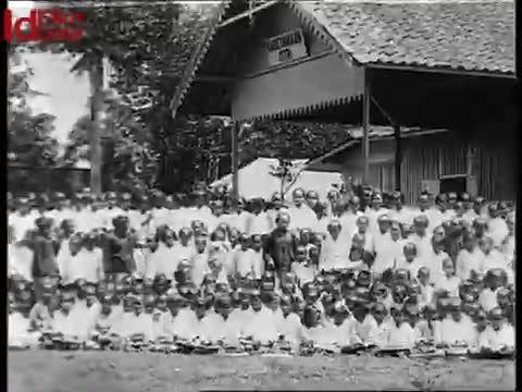 Siswi-Sekolah-di-Bandung