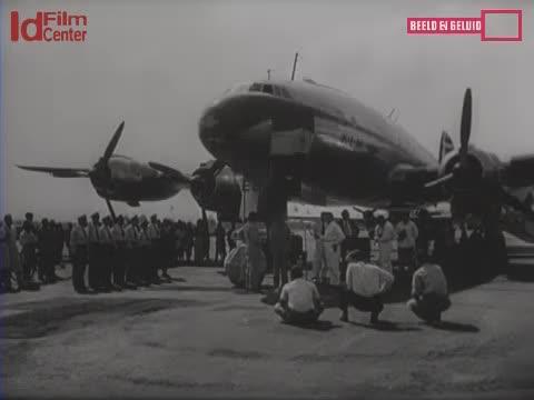 Pemberian-Nama-Pesawat-KLM-Di-Surabaya