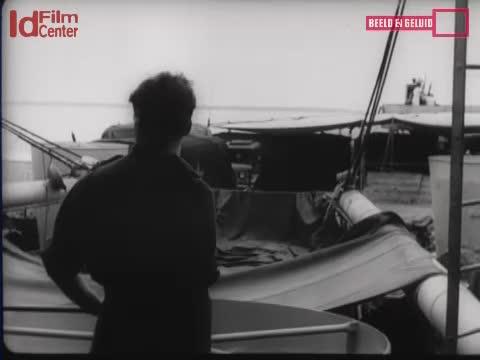 Evakuasi-Dari-Perempuan-Dan-Anak-Dari-Surabaya-Dengan-Kapal-Angkatan-Laut-Tahanan-Jepang-Menggali-Kuburan-Orang-Yang-Di-Eksekusi