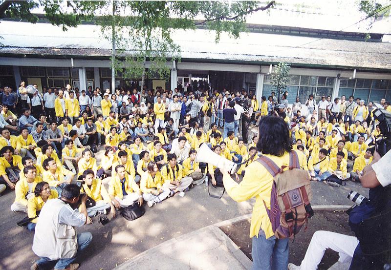9808 Antologi 10 Tahun Reformasi Indonesia 10