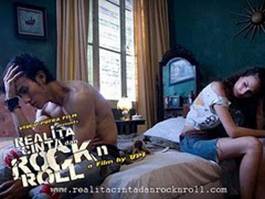 Realita Cinta dan Rockn Roll 10