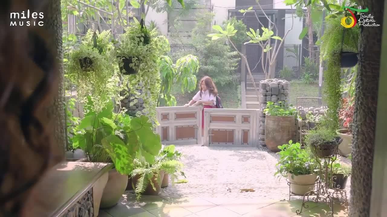 Ibuku-Cantik-Single-OST-Film-Kulari-Ke-Pantai-Maisha-Kanna