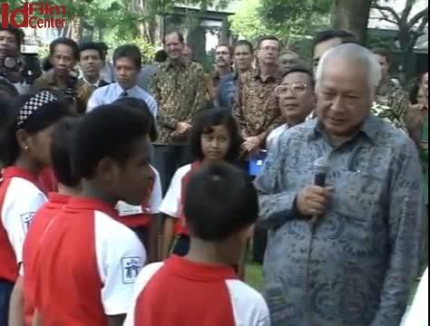 Temu-Wicara-Presiden-Soeharto-pd-Hari-Anak-Nasional-di-Istana-13-07-1994