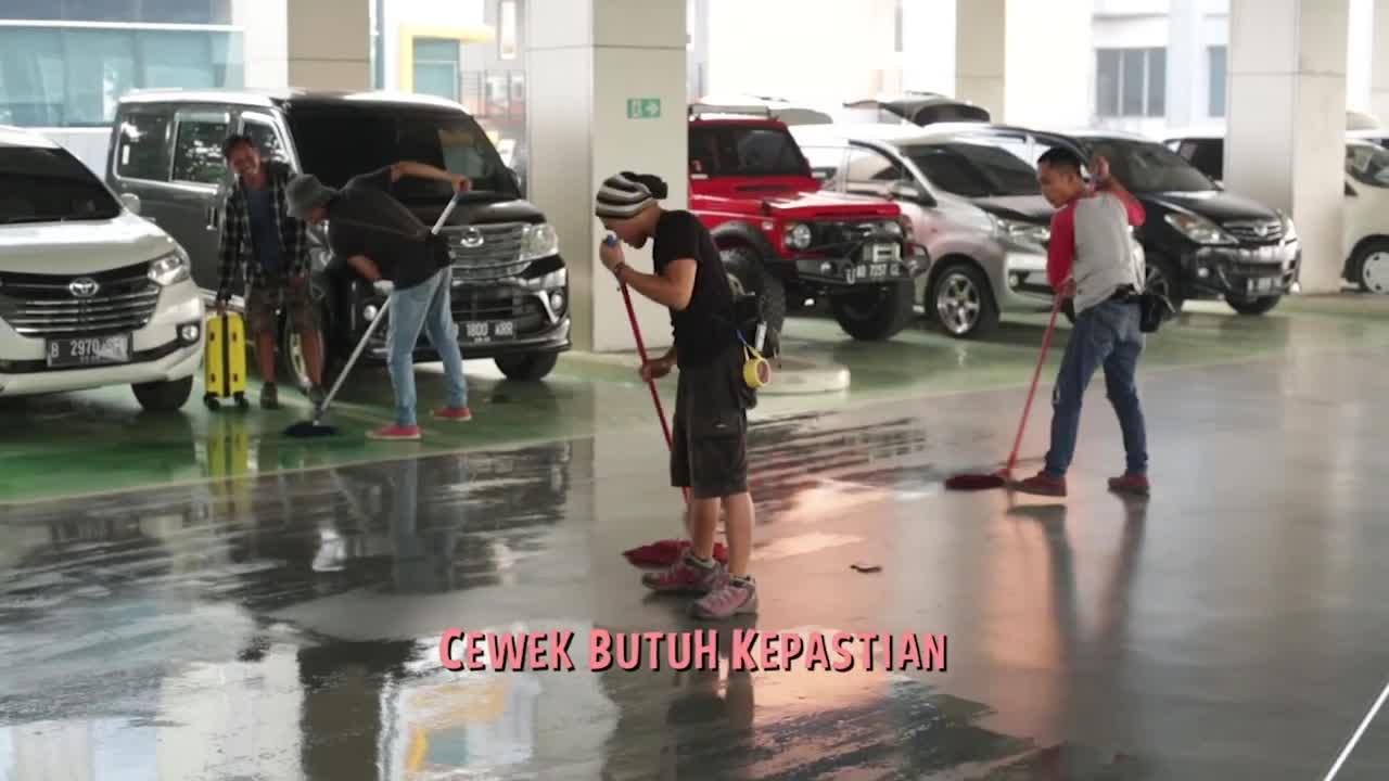 Behind-The-Scene-2-Toko-Barang-Mantan
